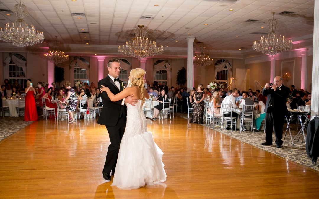 How to hire a Wedding DJ?