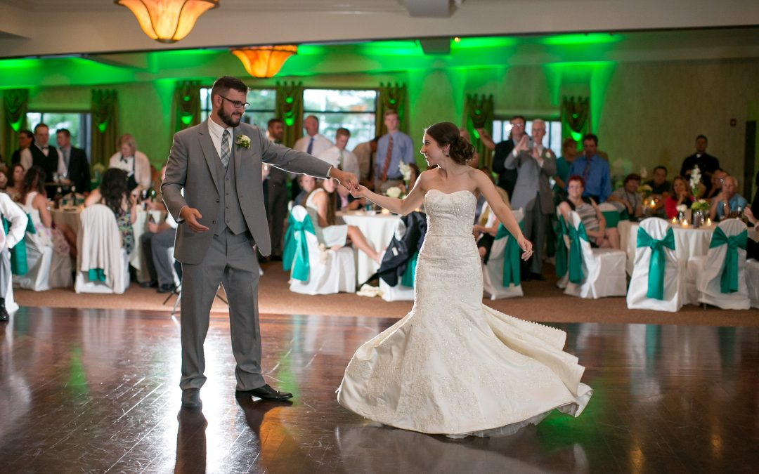 Signs of a Great Wedding DJ