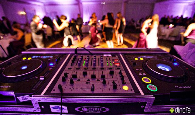 How to pick a Wedding DJ
